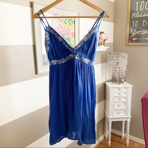 Dresses & Skirts - Embroidered v neck strappy dress sz small